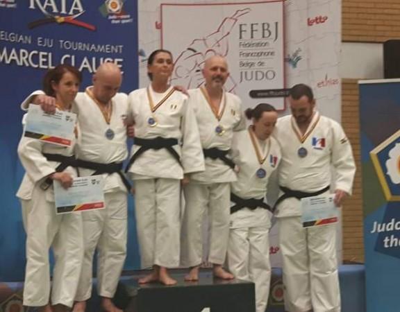 Sabdra s medalom 394df667ef8986c9b5b82a5c3202c5b3.0
